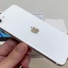【実機写真あり】iPhone SE2 ホワイト(白)のデザイン|色合い・カメラの出っ張り・ボタン配置