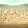 砂浜に書かれたAqoursの文字は