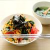 ニラ卵丼とわかめスープ