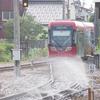 21日に富山県射水市の路面電車の脱線事故を受けて、運航会社は融雪装置で水を撒いてレールを冷やす対策を実施!当面は午前7時から午後7時まで行う模様!