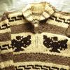 私の古着からブランド不明のプルオーバーのイーグル柄カウチンセーターをご紹介。見た目やタグ・年代・着こなしなどを書きました