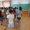 5年生:林間学習にむけて フォークダンスの練習