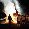 能登町宇出津のあばれ祭りで神輿が火に放り込まれる様を撮る