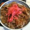 牛丼大盛りにCセット(キムチ、味噌汁)。七味唐辛子と紅生姜をかけていただきました。 (@ 吉野家 池袋東口店 - @yoshinoyagyudon in 豊島区, 東京都)