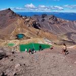 「エメラルド レイクス(Emerald Lakes)」の鮮やかな色合いに目が釘づけ!!~「トンガリロ アルパイン クロッシング(Tongariro Alpine Crossing)」