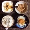 玉ねぎサラダ、小粒納豆、バナナヨーグルト。
