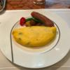 早春の日曜日の朝は ホテルで熱々のオムレツの朝食を
