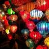 ベトナムのホイアンをゆっくり歩く。夜、提灯が輝く村です。