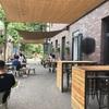 798芸術区のもう一つのCafe Flatwhite、テラス席が気持ち良い♪(751D-PARK店)