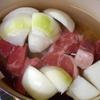牛すじ肉を2時間煮るととろとろになります。