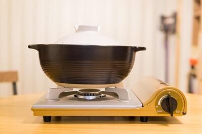 【プレミアムなキムチ鍋の素】土鍋とガスコンロ導入したので年末も鍋三昧できそうです。