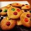 飾りはM&Mだけ。チューイーなアメリカンクッキー