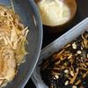 豚丼、ひじき、味噌汁