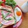 いつものハムチーズトーストに野菜をプラス【朝ごはんレシピ】