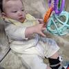 生後131日 おもちゃに手を伸ばす