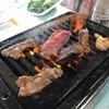 勝手に焼いて、食べて行ったらいいよ。自由度とお肉のクオリティと満足度が高くて、値段が安い。浅間農場勝手に焼肉。