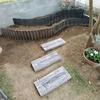 コンクリート枕木で 2段花壇へのアプローチ作りです