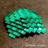 緑ホイル紙で、斜め折り四段ピラミッド。
