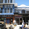 インドネシア旅行記 【コモド編】 ラブアンバジョの街並みにあるツアーオフィスはこんな感じ