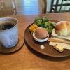 平日のみ営業の人気カフェ