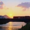 綾羅木川の河口より少し上流で日の出... &...