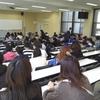 大教室での統計学授業