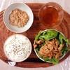 豚肉レタスサラダ、小粒納豆。