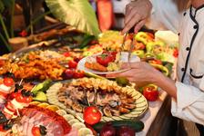 【損益分岐点】食べ放題はなぜ人気?お店目線から考えてみた。
