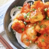 【美味しすぎて秒で無くなる...】カリッカリに焼いたチキンに絡めるだけ!『コチュマヨチキン』の作り方