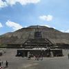 テオティワカン遺跡のピラミッドに登る