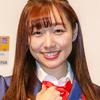 須田亜香里「パックリ背中」ワンピース姿で美脚披露に「反則~」「たまらん」
