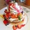 【グルメ】原宿Moena Cafe(モエナカフェ)の「キラウエア火山」みたいなフルーツてんこ盛りパンケーキを食べた