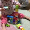 おもちゃの部品を仲裁する息子、まだ噛む娘 - 年子育児日記(3歳5ヶ月,1歳11ヶ月)
