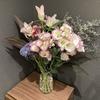 【花を飾る】#15 白とピンクのバイカラーのトルコキキョウ