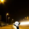 夜道で目の前を一人歩きしてる人がいると気を使うから迂回して鼻歌を歌いながら帰るようにしてます