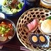 鈴廣かまぼこ三種盛り、もつ煮などで晩酌