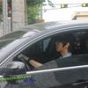 車を運転するイェソンさん。