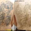 大きな背中のタトゥー