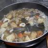 幸運な病のレシピ( 1900 )朝:豚丼、煮しめ(身欠きにしん、干し大根)、魚4種、味噌汁、マユのご飯
