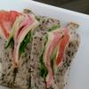 【食事日記】サンドイッチを食べて満足!糖質制限もいいけど、たまにはパンが好き。