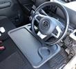 車内運転席でのパソコン作業、食事がもっと楽しくなる!ハンドル取付型ワンタッチテーブル
