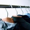無印の「アルミ洗濯用ハンガー」で、クローゼットの整理整頓。