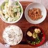 マカロニサラダ、小粒納豆。