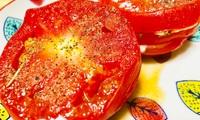 ニンニクを挟んだトマト丸ごと肉厚ハーブステーキ