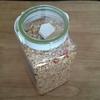 カルビー・フルグラの保存容器としてニトリのフレッシュロック米びつ(3㎏、4L)と珪藻土ブロックヘキサゴンを買う
