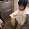 冷蔵庫の上段の品物が気になる息子