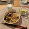 鶏肉ネギ茄子の焼うどん、卵サラダ