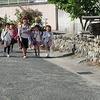 登校の風景:正門への坂道