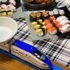 プラレール回転寿司でお家の中でも楽しくお寿司屋さん気分!?〜おうちご飯を美味しく楽しくする工夫〜