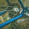 自転車の前後からカチカチ・パチパチと音がする→反射板のズレが原因だった!